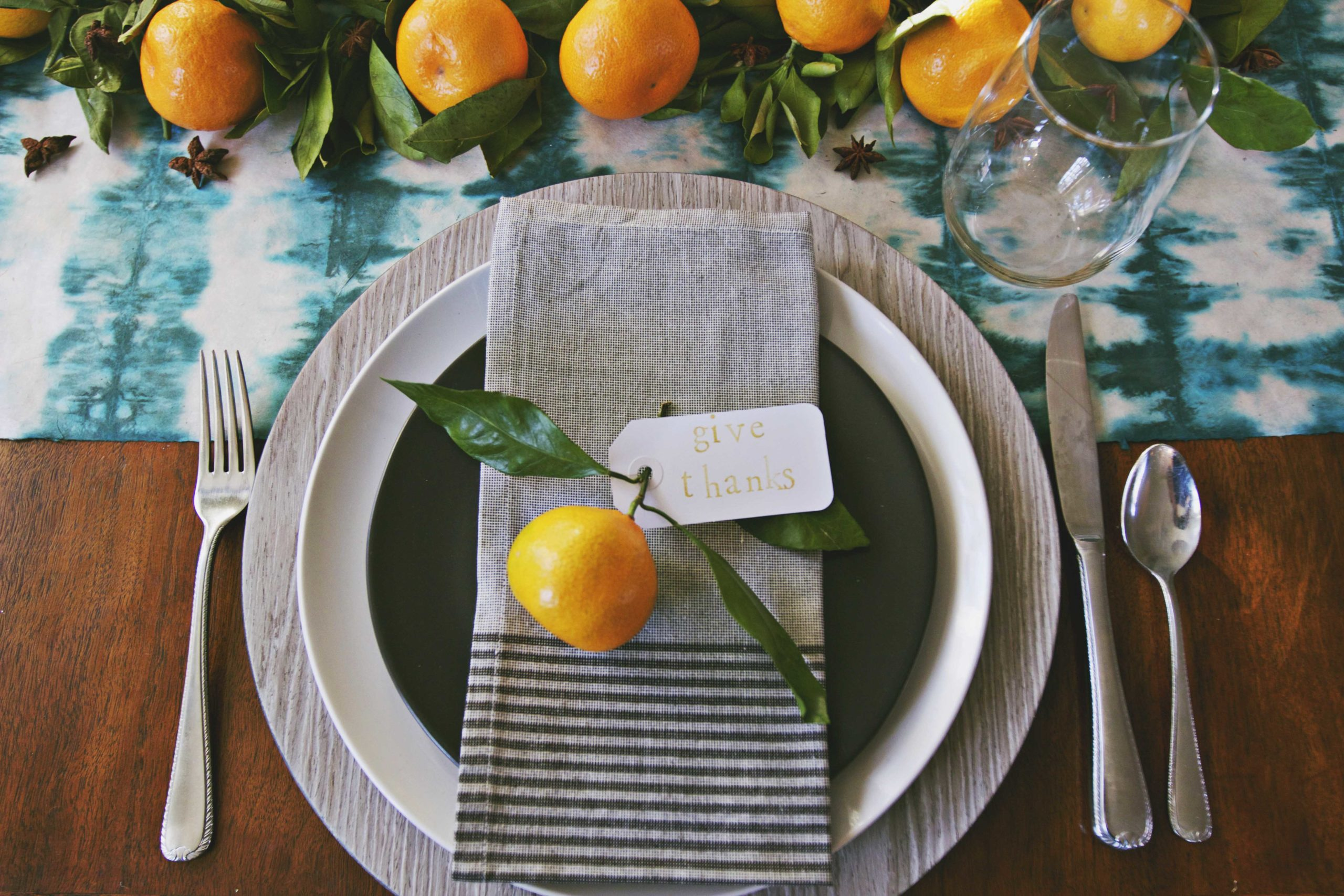 Autumn Brights, Sweets + Spice : How to Set A Modern Thanksgiving Table