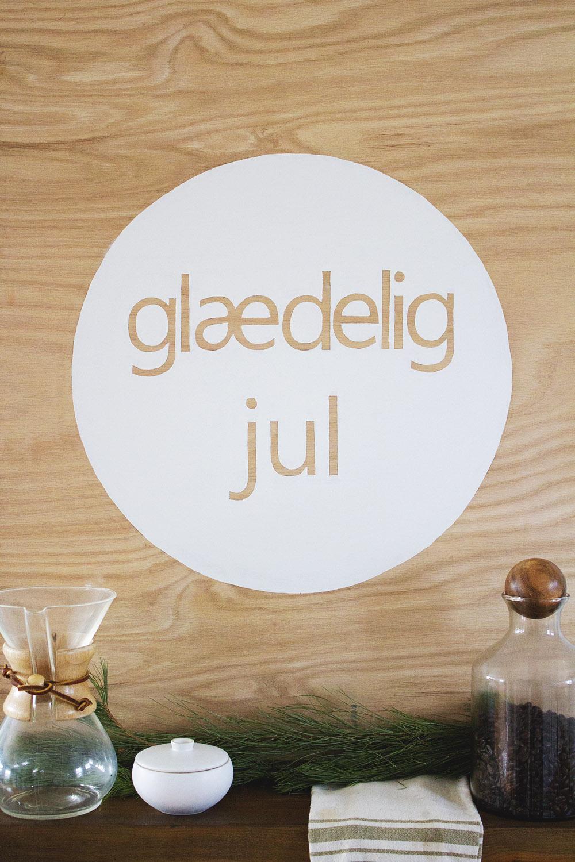 DIY Scandinavian Christmas Wall Sign