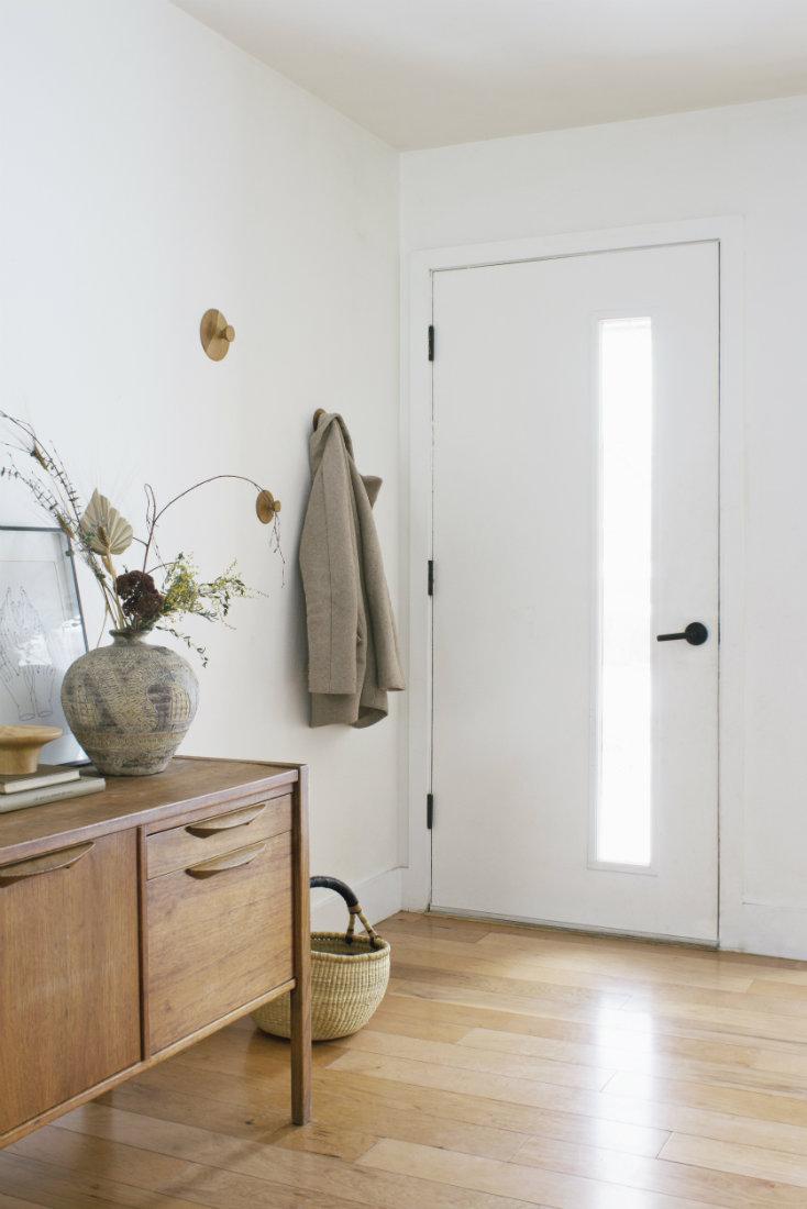 annabode-interior-design-front-door-window