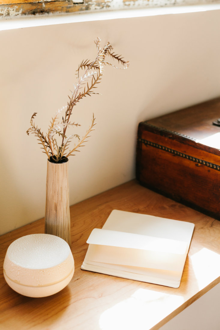 vase-blank-notebook-wood-table-denver
