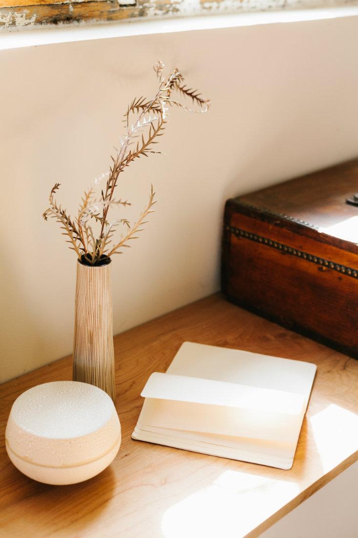 vase-blank-notebook-wood-table-denver