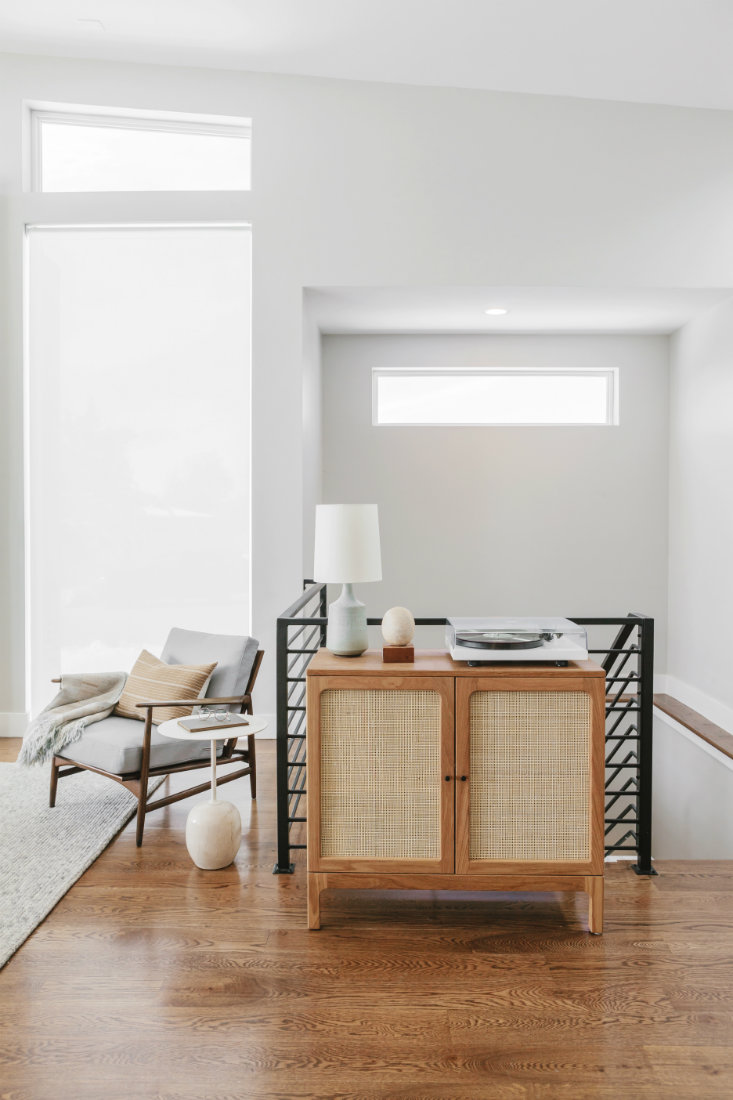 annabode-interior-design-staircase-metail-railing