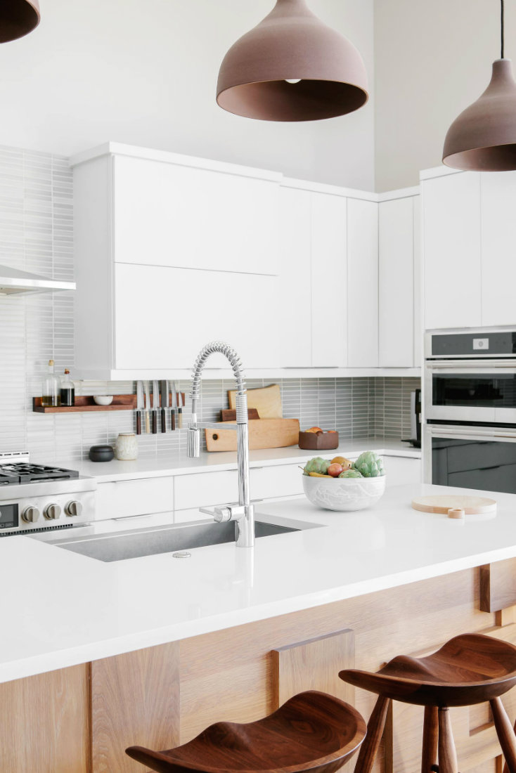 close-up-kitche-island-white-counter-wooden-stools